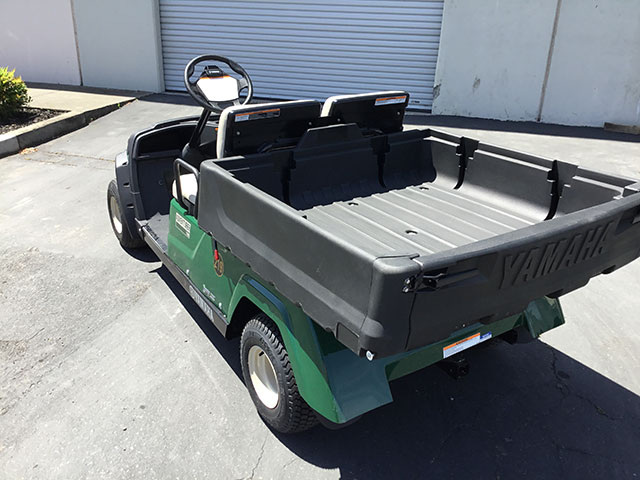 2-passenger utility with manual dump box